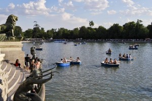 Spanish Football Dominates Even Retiro Park in Madrid