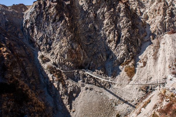 Suspension bridge on the way to Tilicho Lake