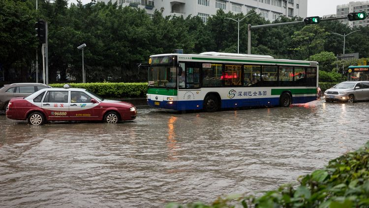 Bad Chinese bus driver on wrong side of flooded road
