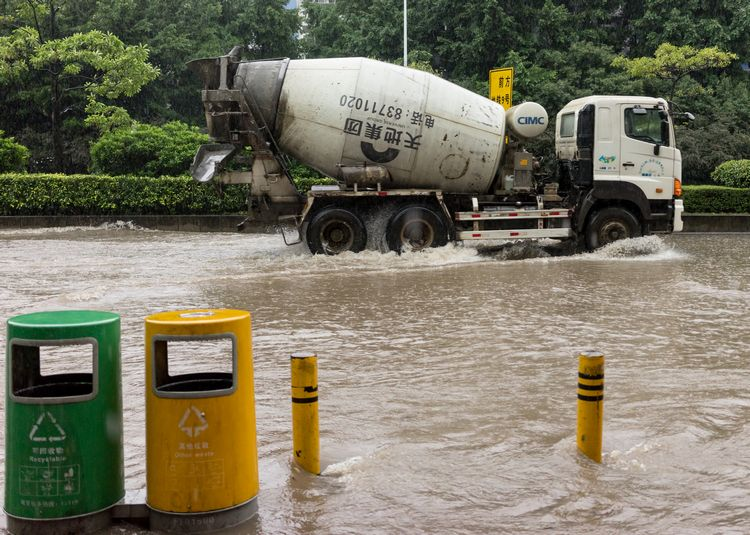 Cement truck during rainstorm in Shenzhen